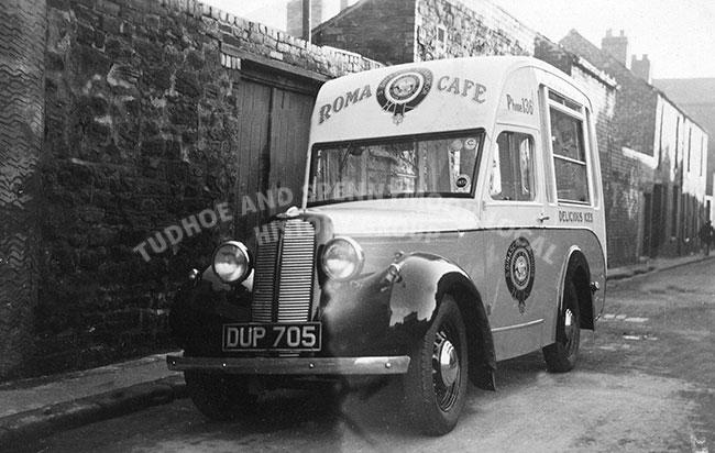 ice-cream-van-roma-cafe-mid-40's