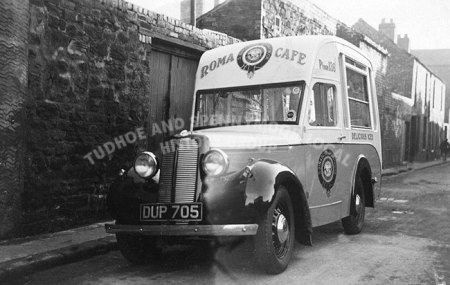 ice-cream-van-roma-cafe-mid-40's